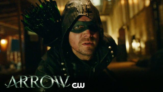 ARROW Star Stephen Amell Promises We'll See Oliver Queen's Goatee…Eventually